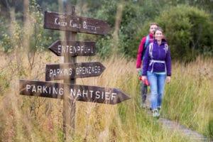 Wandelaars op plankenpad - foto: Thomas Bichler