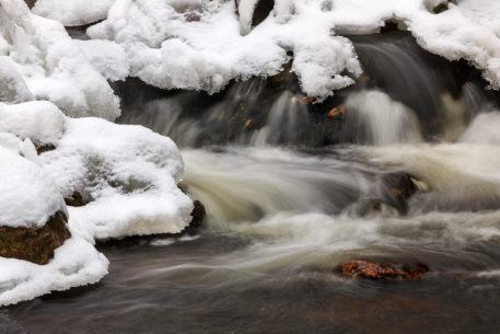 Winters beekje - foto: Marijn Heuts